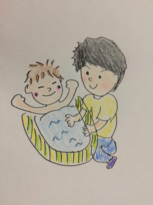 父親が子どもをお風呂に入れる