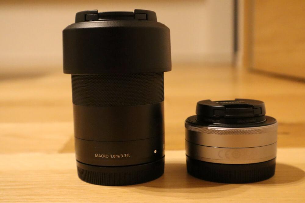 単焦点レンズの軽さは望遠ズームレンズと比べるとよくわかる