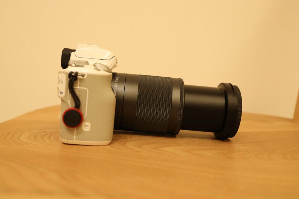 いちばん望遠側にしたef-m18-150mmを装着したeos kiss mの写真