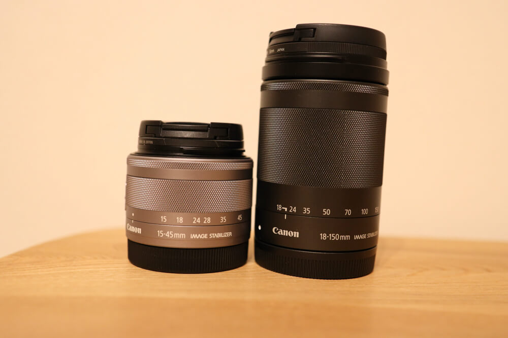 高倍率ズームのef-m18-150mmと標準ズームのef-m 15-45mmを比較した写真